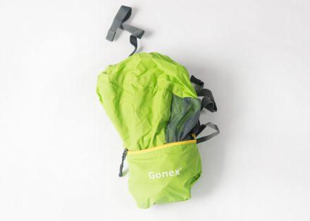 Täschchen auf und Rucksack auffalten