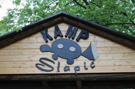 Unsere Rettung - Kamp Slapic in der Nähe von Sibenik. Leider im strömenden Regen.