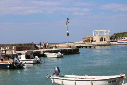 Die Shuttleboot Anlegestelle im Hafen von Mlini. Von hier aus gehen täglich mehrmals Verbindungen nach Dubrovnik und zurück.