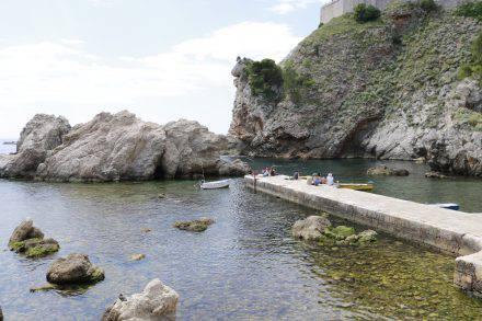 Mit Kajaktouren kann man die vielen kleinen Buchten rund um die Altstadt Dubrovniks erkunden.