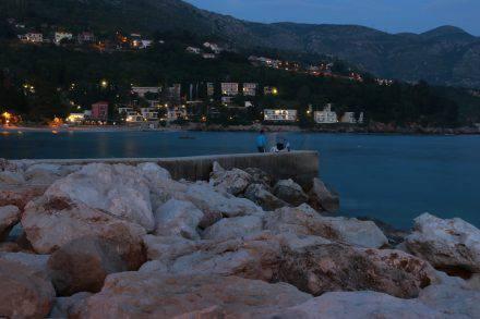 Die Bucht von Mlini im Sonnenuntergang.