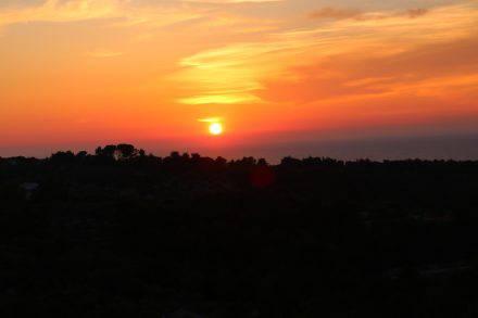Traumhafter Sonnenuntergang um 20:17 Uhr auf der Dachterrasse im Camp Mindel, Korcula.