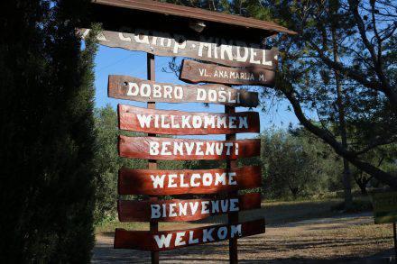 Die Einfahrt zum Camp Mindel auf Korcula - einfach aber sehr nett und gastfreundlich.