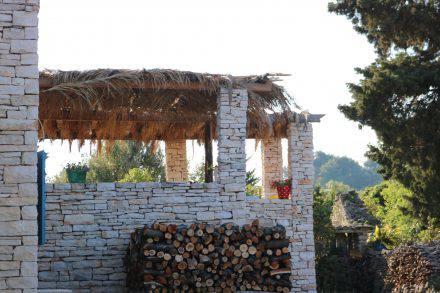 Die Terrasse bei Tony auf Korcula. Mit Meerblick und Köstlichem vom offenen Feuer.