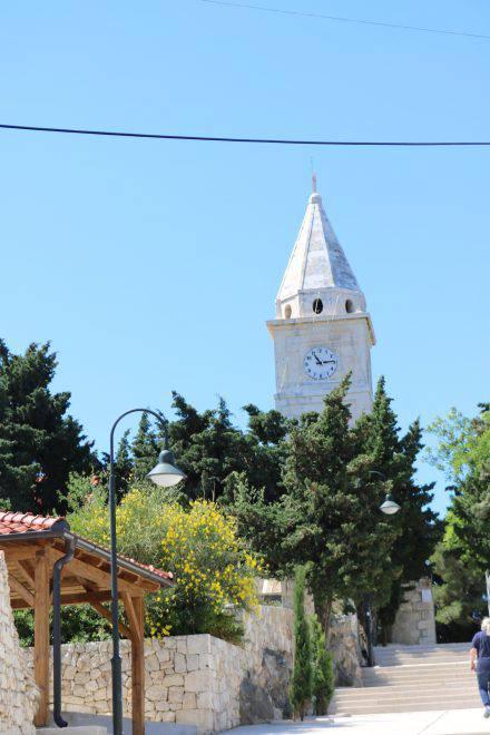 Am höchsten Punkt von Primosten thront die Kirche.