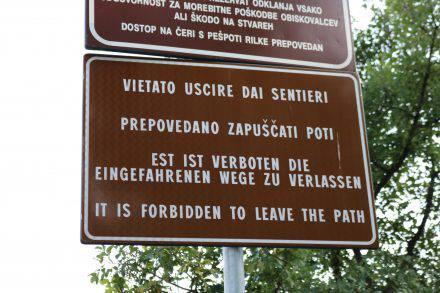Eine Lebensweisheit für viele.... nicht nur beim Wandern. Am Rilkeweg in Sistiana.
