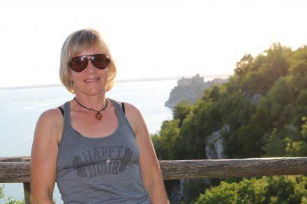 Wanderung am Rilkeweg mit dem Schloß Duino im Hintergrund.