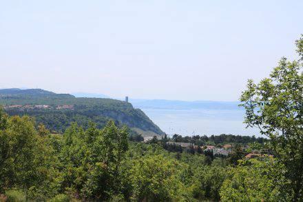 Der Lohn der hügeligen Tour ist ein wunderschöner Blick auf das Meer und die Bucht von Sistiana.