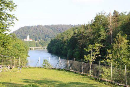 In purer Natur und direkt am Fluss - der Campingplatz Smedlak bei Laibach. Nur 15km zum Flughafen!