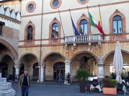 Das Rathaus in Ravenna an der Piazza del popolo