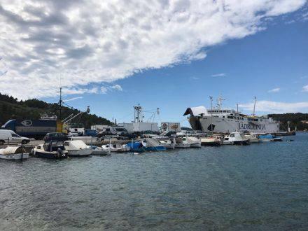 In der Vorsaison geht die Fähre von Vela Luka nach Split nur zwei Mal am Tag - die um 6 Uhr früh haben wir uns verkniffen.