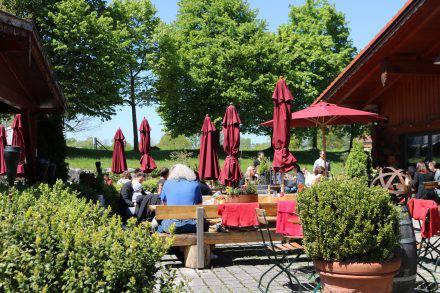 Auf der sonnigen, liebevoll gestalteten Terrasse lässt es sich genießen.