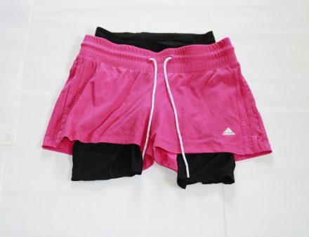 Radler-Unterhose unter kurze adidas Freizeitshorts aus Baumwolle - fertig für die Radtour.