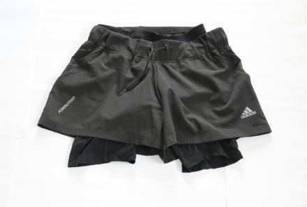 Die Radler-Unterhose unter die kurzen Sportshorts von adidas - so werden die Shorts zum Radl-Outfit.