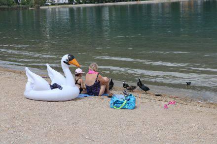 Bunt gemischtes Relaxen und Baden am Lago die Caldonazzo.