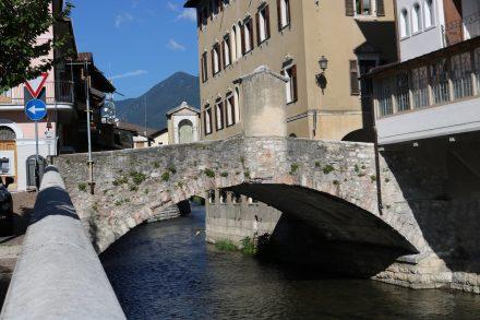 Viele alte Bauten machen den kleinen Ort Borgo Valsugana zu einem pittoresken Erlebnis.