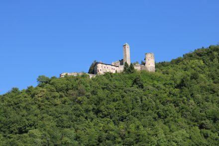 Hoch über dem Ort thront das Castel Borgo Valsugana.