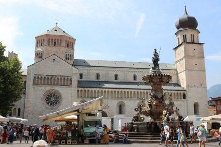 Die San Vigilio Kathedrale, der Dom von Trient, wurde auf einer Fläche erbaut, auf der ein alter Tempel des Schutzheiligen der Stadt, San Vigilio, stand.