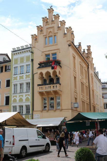 Pittoreske Fassaden im Zentrum von Bozen.