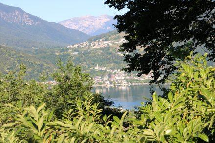 Mit dem Bike den steilen Pfad rauf zur Kirche San Valentino und von dort den Blick auf den Lago die Caldonazzo genießen.