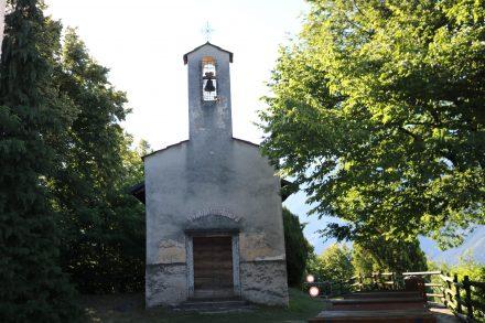 Das Kirchlein San Valentino oberhalb von Brenta kann man nur zu Fuß oder mit dem Mountainbike erreichen.