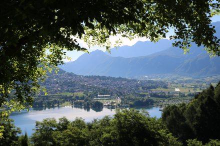 Mit dem Bike zum schönsten Blick auf den Lago di Levico vom Forte di Tenne aus.