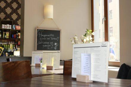 Auch im Innenraum des Café Zimt findet man viel Liebe zum Detail bei Einrichtung und Dekoration.