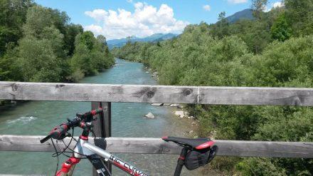 Das Gailtal wird auf beiden Seiten von Bergketten bewacht. Der Gailradweg geht über insgesamt 90 km.