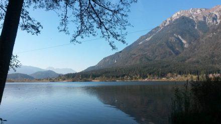 Der Pressender See nahe Hermagor lädt zum Baden und Entspannen ein.