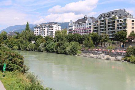 Auch das Drau-Ufer lädt in Villach zum Flanieren und Biken ein.