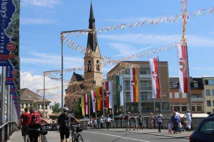Bunt geschmückt begrüßt Villach rund 400.000 Gäste zum Villacher Kirchtag.