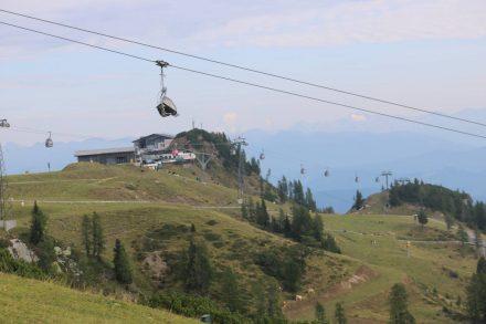 Blick von der Bergstation Madritsche hinüber zur Bergstation der Milleniums-Gondel.