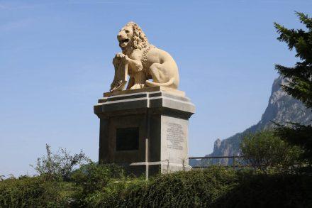Zwischen Traunkirchen und Ebenes erinnert das Denkmal von Franz Joseph an seine Visionen für Land und Leute.