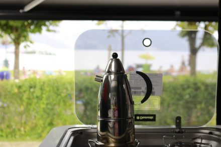 Kaffeepause mit Seepanorama.
