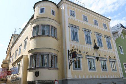 Hübsche, alte Bauten finden sich auch in Gmunden noch.