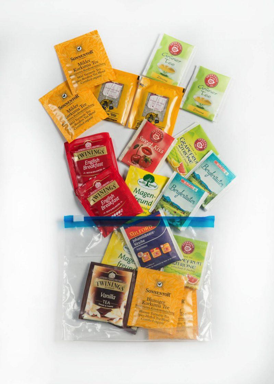 Verschiedene Sorten Teebeutel für unterwegs praktisch verpackt.