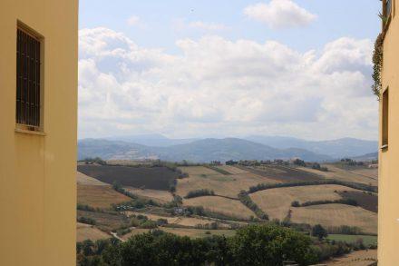 Die Hügel der Emilia Romagna von Tavullia aus.