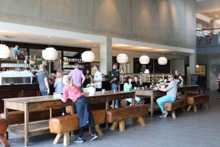 An der Dinzler Kaffeebar gibt es Kaffeespezialitäten, Kakao und kleine Schlemmereien.