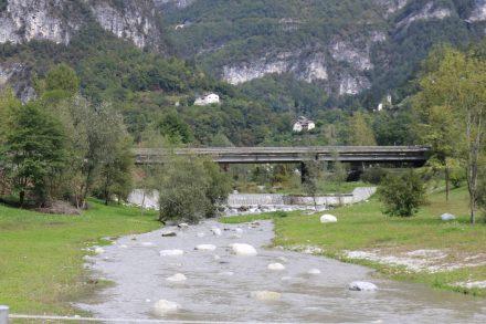 Der Radweg durch das Brentatal ist rund 80 km und bietet hübsche Aussichten entlang der Strecke.