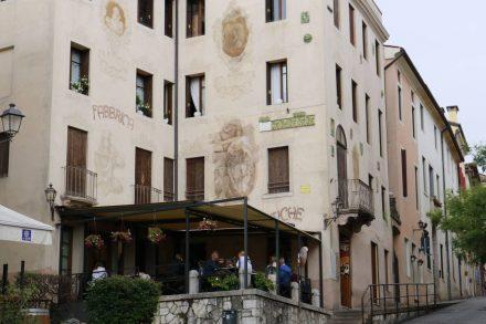 In der Altstadt sind viele alte Gebäude recht gut erhalten.