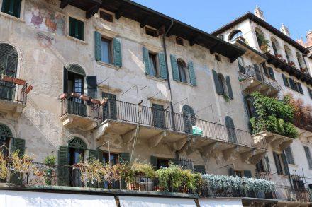 Noch ein wunderschönes, altes Haus am Piazza delle Erbe.