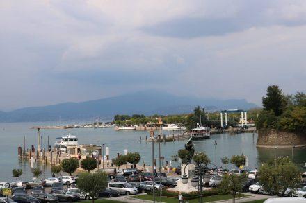 Der Hafen von Peschiera von der Stadtmauer aus.