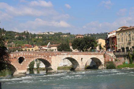 Die steinerne Brücke in Verona.