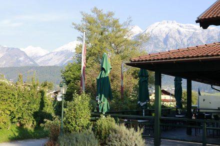 Cafe Terrasse im Schloss Camping Volders.