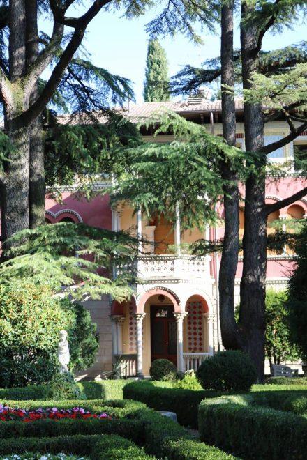 Eine wunderschöne, alte Villa am Ortseingang von Bussolengo.