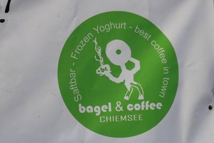 Bagel zum Mitnehmen oder köstlich belegt, frisch gepresste Säfte und guter Kaffee. In Gstadt am Chiemsee.