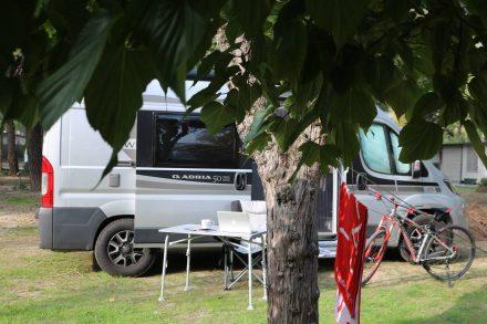 Viel Platz auf dem ganzjährig geöffneten Camping Village Cesenatico für mich, meinen Adria Ducato und mein Bike.