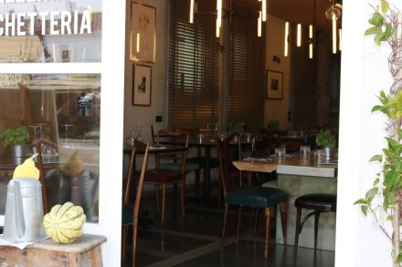 Individuell und ausgesprochen schön gestaltete Restaurants am Canale in Cesenatico.