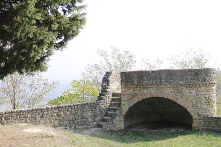 Im Festungsgarten von Bertinoro kann man die Überreste der Befestigungsmauern sehen.