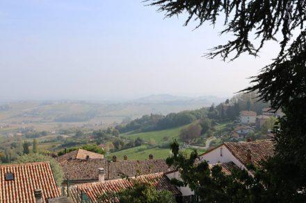 Der Blick von Bertinoro über die Ebene in Richtung Meer.